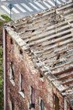 Casa de vivienda abandonada vieja que es demolida Fotografía de archivo