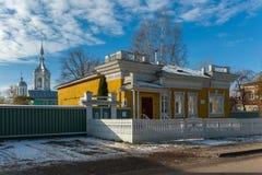 Casa de vivienda de madera en Rusia Vologda Foto de archivo libre de regalías