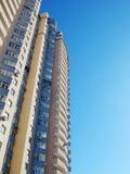 Casa de vivienda en ciudad Foto de archivo libre de regalías