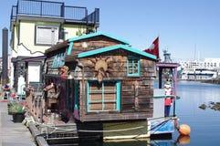 Casa decorativa colorida do flutuador imagens de stock