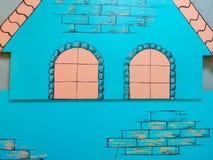 Casa del abedul, casa anaranjada, casa hermosa de la historieta imagenes de archivo