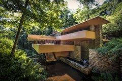 Casa del agua de la residencia de Kaufmann que cae aka fotografía de archivo libre de regalías