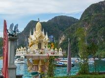 Casa del alcohol en Tailandia Phi Phi, pequeña capilla Fotos de archivo libres de regalías