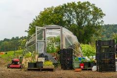 Casa del aro en jardín Fotos de archivo libres de regalías