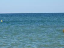 Casa del avión de la arena de la onda del verano de la naturaleza del mar de la escalera de los patos de la vela del velero imagen de archivo