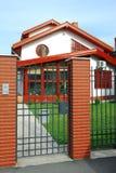 casa del cancello di fronte nuova Immagine Stock Libera da Diritti