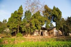 Casa del chino tradicional en el campo Imagenes de archivo