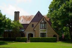 Casa del estilo de Tudor Foto de archivo libre de regalías