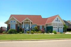 Casa del estilo del artesano en verano Imagen de archivo libre de regalías