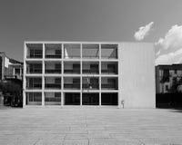 Casa del Fascio in Como in zwart-wit Stock Foto's