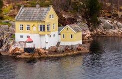 Casa del fiordo de Noruega Foto de archivo
