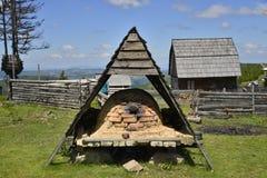 Casa del forno e della montagna del pane Fotografia Stock Libera da Diritti