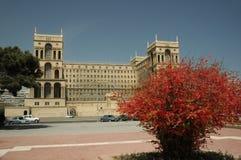 Casa del gobierno en verano Foto de archivo libre de regalías