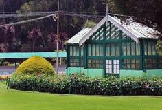 Casa del helecho en jardín Fotos de archivo