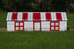 Casa del juego en rojo y blanco fotografía de archivo libre de regalías