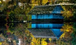 Casa del lago Immagine Stock