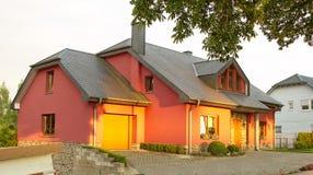 Casa del lato del paese della famiglia Immagine Stock