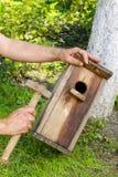 Casa del pájaro en el jardín Imagen de archivo