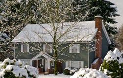 Casa del paese di inverno Fotografia Stock