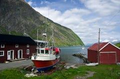 Casa del pescatore con la barca fotografia stock