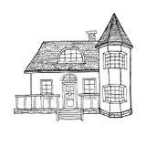 Casa del pueblo con una ventana salediza, una torrecilla, un desván y una terraza La casa en estilo victoriano Fotografía de archivo