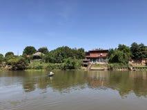 Casa del río Foto de archivo libre de regalías