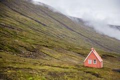 Casa del solitario del paisaje de Islandia foto de archivo libre de regalías