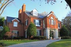 Casa del suburbio Imágenes de archivo libres de regalías
