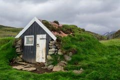Casa del tappeto erboso in Islanda Immagini Stock