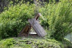 Casa del tejado para los gansos imagen de archivo