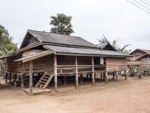 Casa del trampolo a Phonsavan fotografia stock libera da diritti