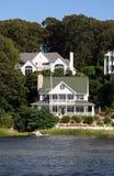 Casa del Victorian por el lago Imagen de archivo