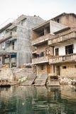 Casa del villaggio lungo il fiume lungo di Yu, Guilin, Cina Immagine Stock