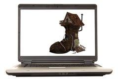 Casa del zapato de la computadora portátil Foto de archivo libre de regalías
