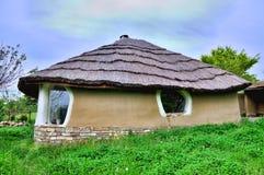 Casa dell'argilla del Adobe con thatch Fotografia Stock