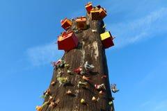 Casa dell'uccello sull'albero di morte immagini stock libere da diritti