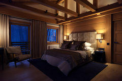 casa della camera da letto della rappresentazione 3D nella montagna Fotografie Stock