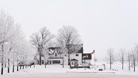 Casa della campagna nel Canada durante l'orario invernale Fotografia Stock