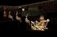 Casa della casa di luci di natale delle renne del Babbo Natale Fotografie Stock