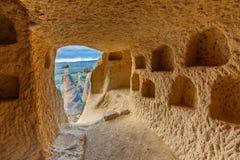 Casa della caverna in roccia compatta immagini stock libere da diritti