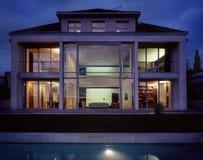Casa della famiglia numerosa immagine stock