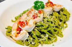 Casa della pasta degli spinaci fatta con gli shirmps Fotografie Stock