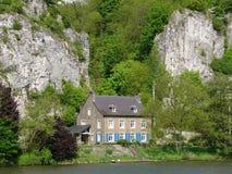 Casa della riva del fiume fotografia stock libera da diritti