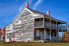 Casa descuidada, desmantelada imagen de archivo