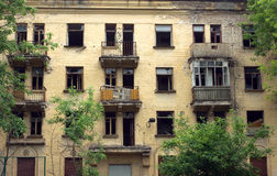 Casa desinibido abandonada antes do fron da renovação Fotografia de Stock