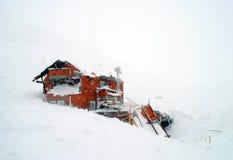 Casa destruída na avalancha fotos de stock royalty free