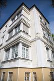 Casa di Anticque a Monaco di Baviera, Baviera, con cielo blu Fotografia Stock Libera da Diritti