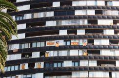 Casa di Barcellona con le bandiere della Catalogna spain Fotografia Stock