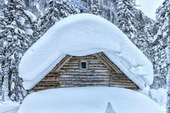 Casa di caccia nell'inverno Immagini Stock