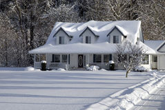 Casa di campagna dello Snowy Fotografia Stock